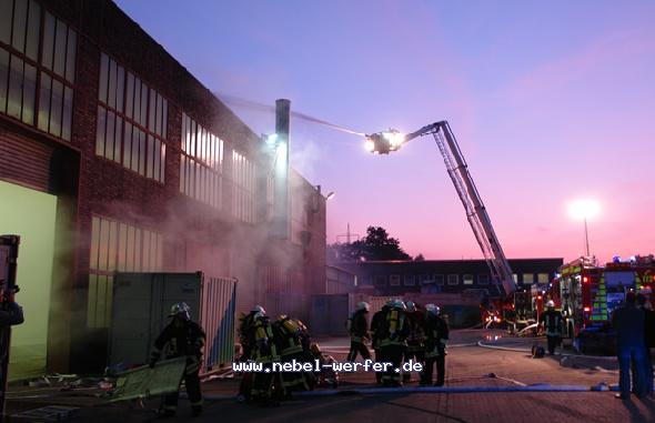 http://nebel-werfer.de/bilder/cache/vs_04__Feuerwehruebung%20Bergkamen_08400-jpg.jpg